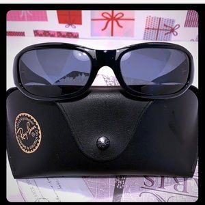NEW/ NWOT Ray- Ban Women Sunglasses by Luxottica